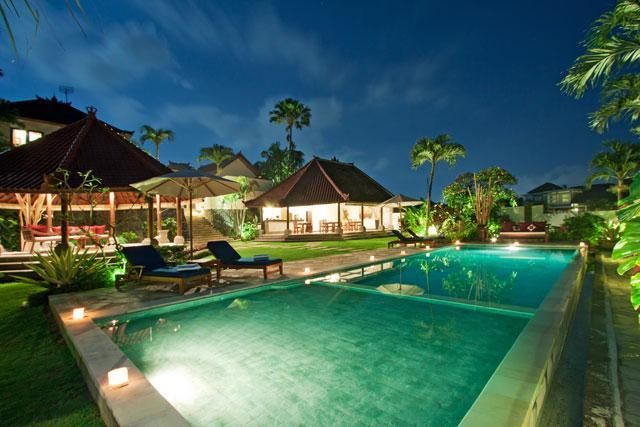 Swimming Pool at night shoot - Luxury 5BR Rice Field View, Junno Villa, Canggu - Canggu - rentals