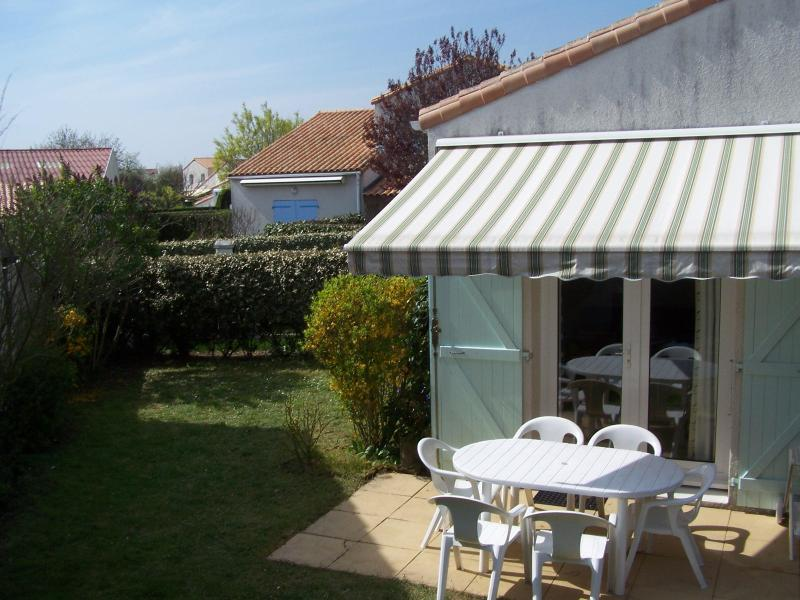 TERRASSE EXTERIEURE - Location Maison Au Bord De La Mer + Piscine + Tennis Pour 5 Pers  Confort++ Vendee Puy Du Fou - Saint-Vincent-sur-Jard - rentals