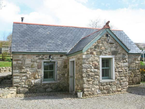 KYLEBEG COTTAGE, character cottage with woodburner, tranquil setting, near Lackan and Blessington, Ref 25248 - Image 1 - Blessington - rentals