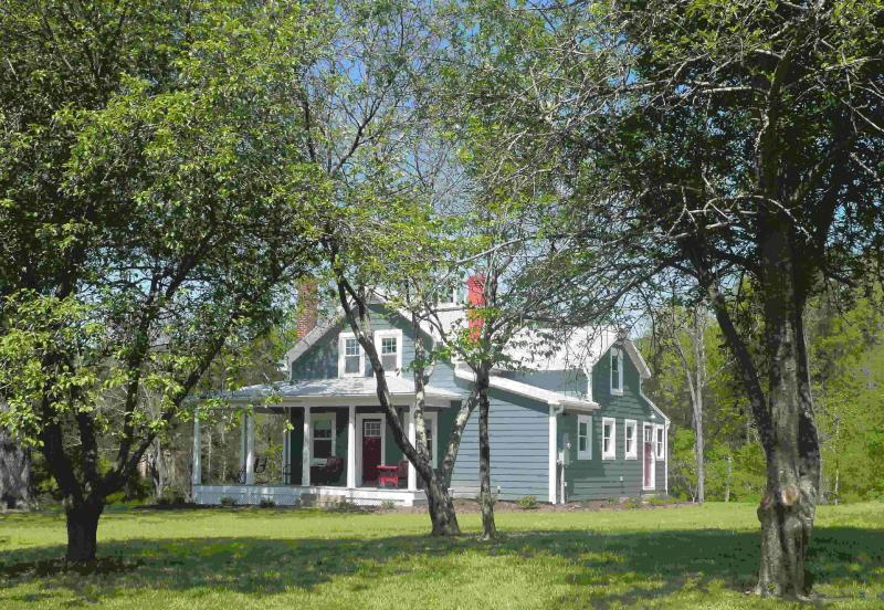 Front - Slate Hill Schoolhouse in Fort Valley, VA - Fort Valley - rentals
