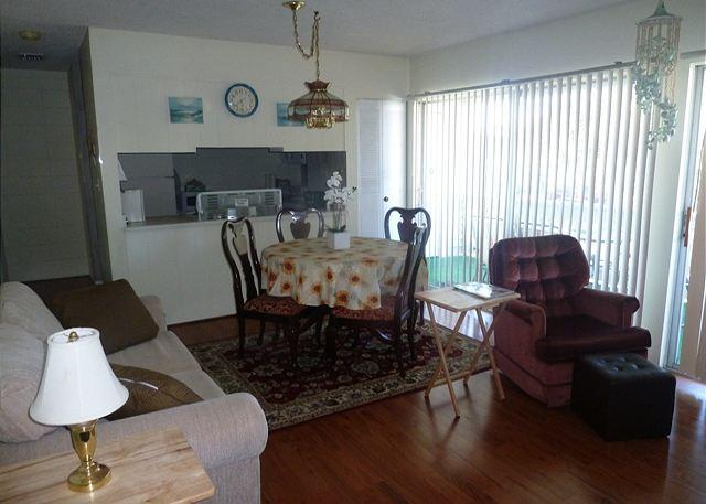 Living/Dining Area - Affordable 2 Bedroom Condo Just Minutes from the Beach and Destin Attractions - Destin - rentals