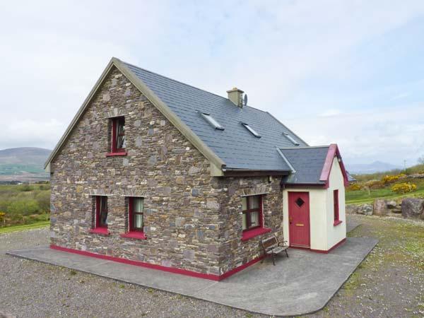 FRAOCH, en-suite facilites, ground floor bedrooms, solid fuel stove near Waterville, Ref: 26034 - Image 1 - Waterville - rentals