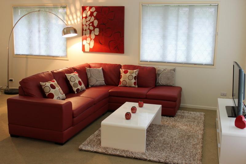 Popular 3 bedroom home in a great Brisbane location - Image 1 - Brisbane - rentals