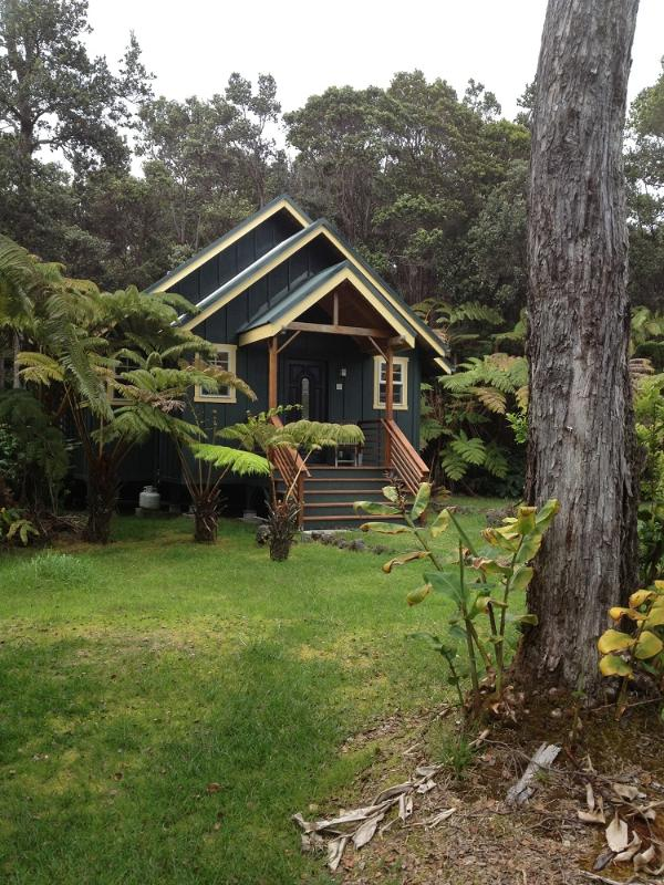 Volcano Hidden Cottage - Volcano Hidden Cottage, hot tub /fireplace$165 - Volcano - rentals