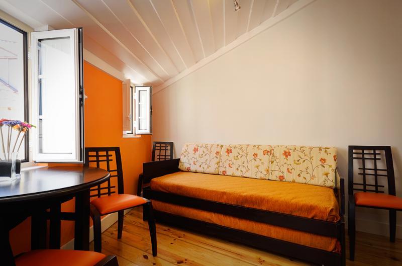 Living room - Small modern duplex inside the Castle walls - Abrantes - rentals