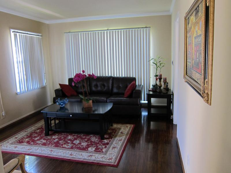 CENTRALLY LOCATED, 1 Bedroom Apartment - Image 1 - Burbank - rentals