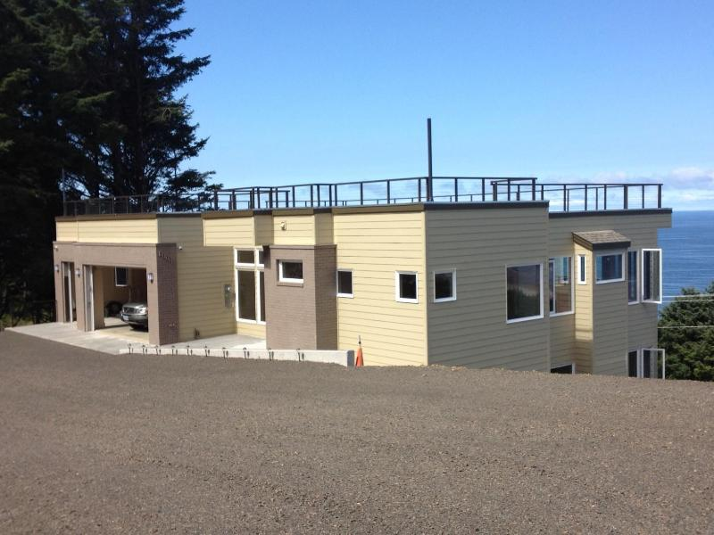 Front view of the house - Cannon Beach Arch Cape Luxury Vacation Home with Stunning Ocean View - Arch Cape - rentals