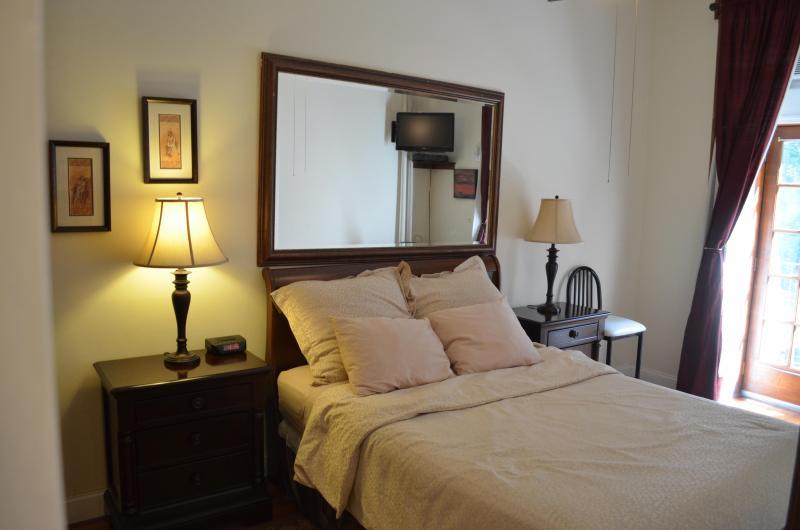 Bedroom - Brownstone Beauty - New York City - rentals