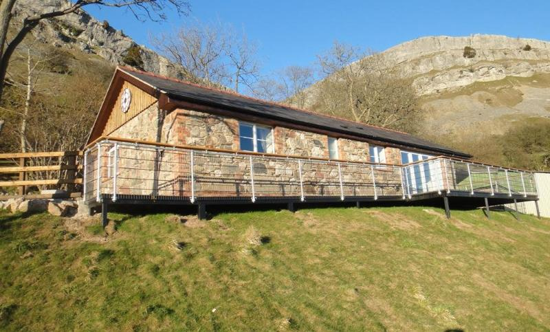Front view 2 - Panorama Lodge, Luxury Self Catering Cottage - Llangollen - rentals
