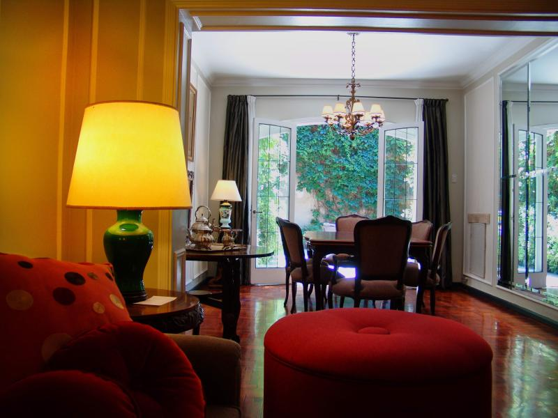 View of the living and dining rooms - B&B Plaza Italia - Mendoza - rentals