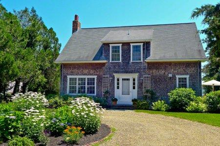 WEST CHOP COTTAGE WITH CABIN & PRIVATE BEACH ACCESS - VH PJEW-25 - Image 1 - Vineyard Haven - rentals