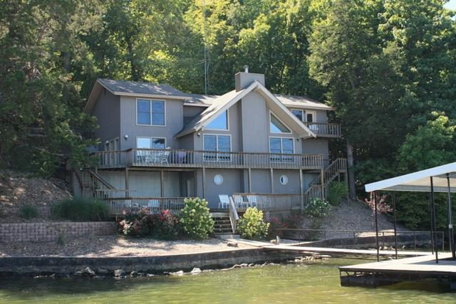 Lake Front View - 3000ft² - 4 BR (3 Master Suites) 3.5 BA Lake House - Camdenton - rentals