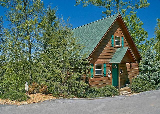 American Dream #142- Outside View of the Cabin - 1 Bedroom Cabin Between Pigeon Forge and Gatlinburg with a Mountain View - Sevierville - rentals