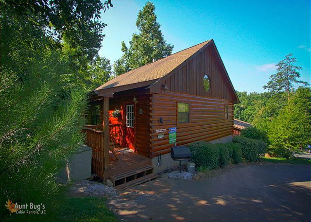 Bear Escape #151- Outside View of the Cabin - 1 Bedroom Pigeon Forge Resort Cabin Close to Downtown area and Dollywood - Sevierville - rentals