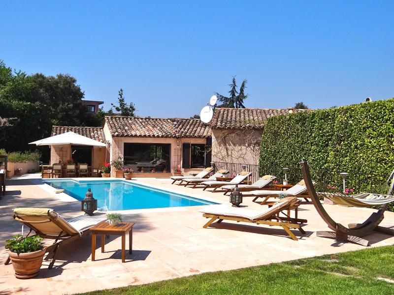 Stunning Villa in Super Cannes, with Heated Pool and Maid - Image 1 - Vallauris - rentals