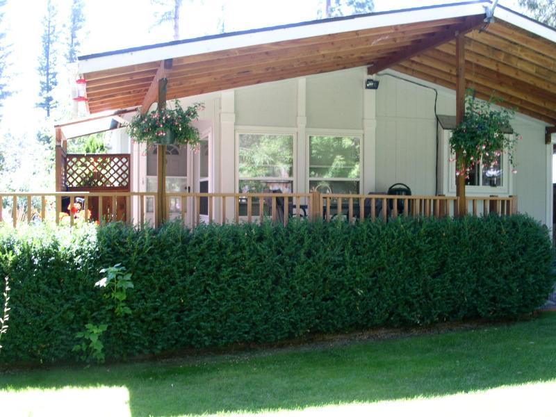Back Yard Deck - Garden Cottage, Flathead Lake, Lakeside, Montana - Lakeside - rentals