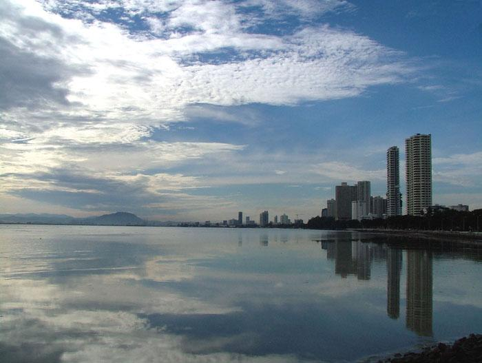 Gurney Drive View - Penang Luxury Seafront Serviced Apartment - Penang - rentals