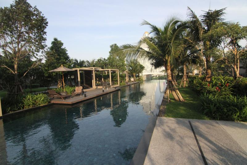 1 BR River Condo near BTS with View - Image 1 - Bangkok - rentals
