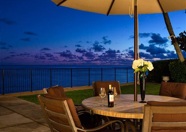 Outdoor Dining at sunset - Ocean Front Estate on Exclusive Kahala Avenue - Honolulu - rentals