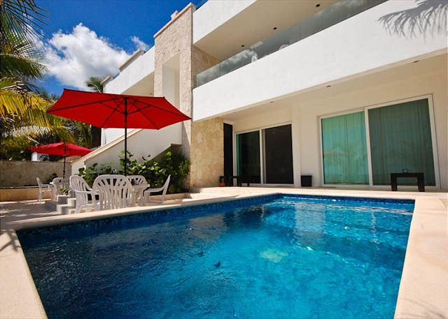 Casa Coral, luxury beachfront condos on Jade Bay, Akumal, Mexico - Luxury beachfront apartment with private swimming pool - Felipe Carrillo Puerto - rentals