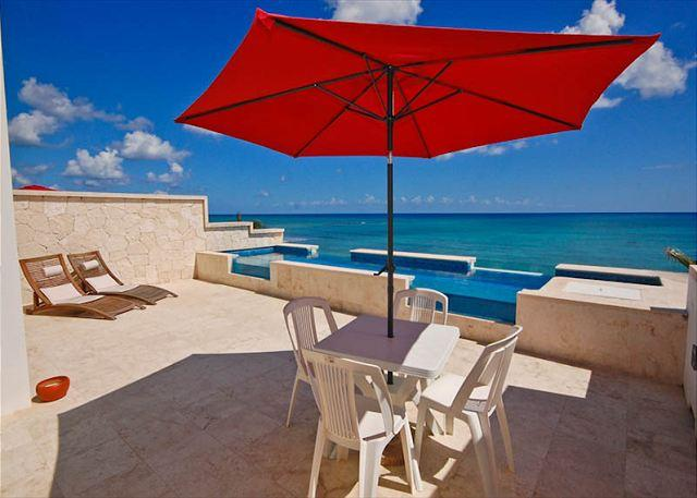 Casa Coral luxury beachfront penthouse condo on Jade Bay, Akumal - Brand new luxury beachfront condo with private swimming pool. - Felipe Carrillo Puerto - rentals