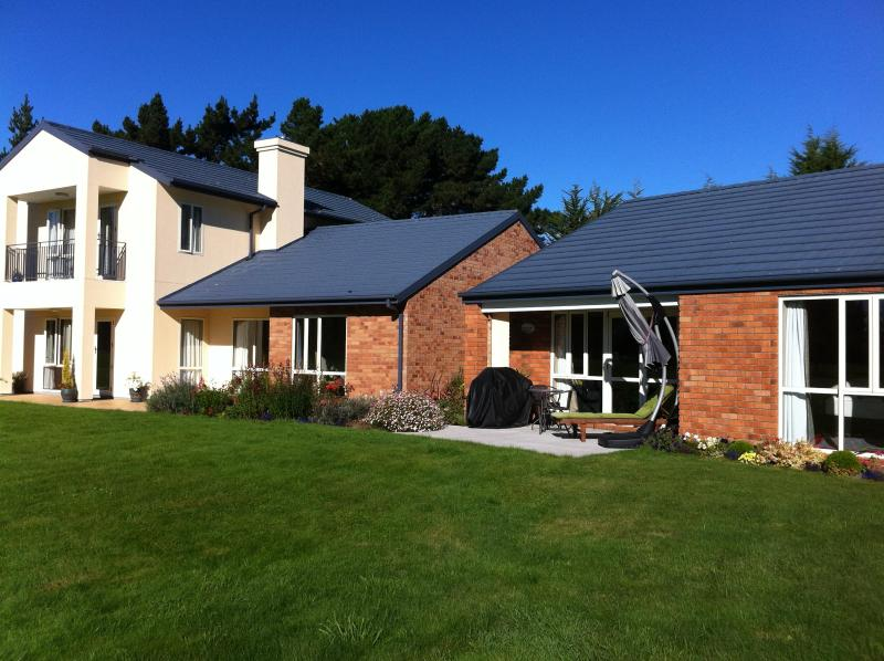 Sun facing - The Fantastic  Meadows Villa Christchurch - Christchurch - rentals