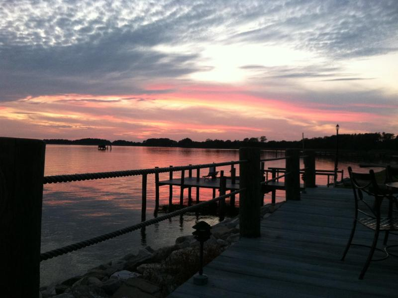 Expansive sky over the Chester River - Retreat at a quiet, water front cottage - Chestertown - rentals