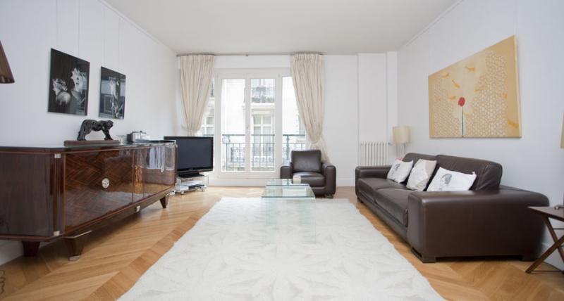 Living Room - Champs Elysees - Bassano - Paris - rentals