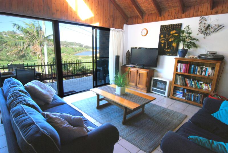 Living room overlooks lagoon and ocean - Family Friendly Beachhouse overlooking ocean - Warringah - rentals