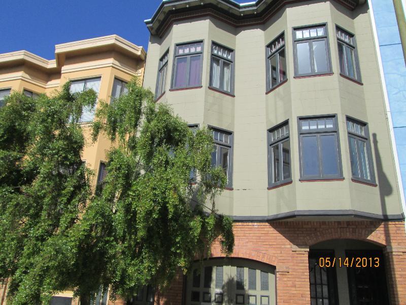 Larkin Street Building - 2 Blocks to Water - Elegant Top Floor, 2 bdrm Flat - San Francisco - rentals