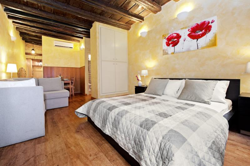 The roman lovely studio - Best deal - Priceless ! - Image 1 - Rome - rentals