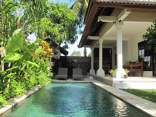 The pool greets you as you enter - Villa Sofia - Perfect for 2 couples or a family - Ubud - rentals