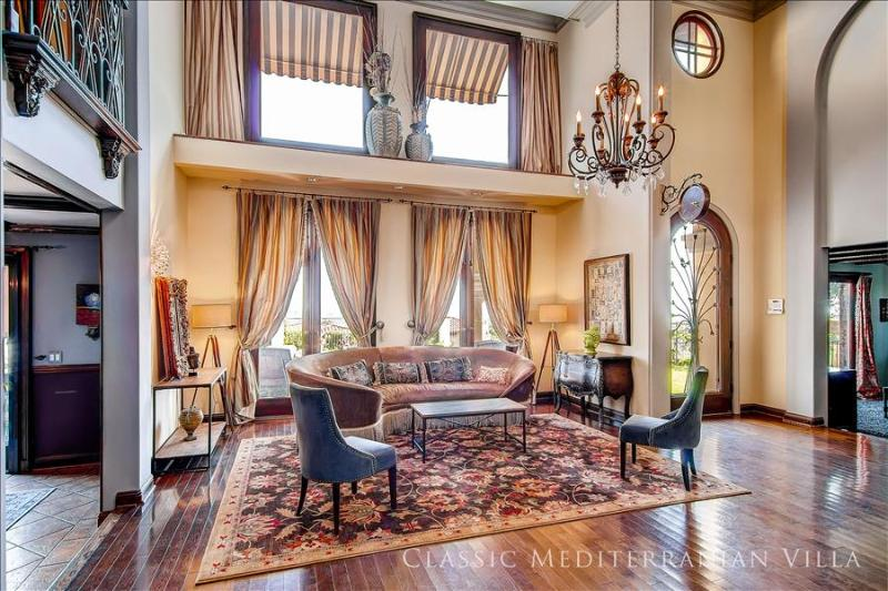 Living Room - Private Hollywood Villa with Amazing Views - Los Angeles - rentals