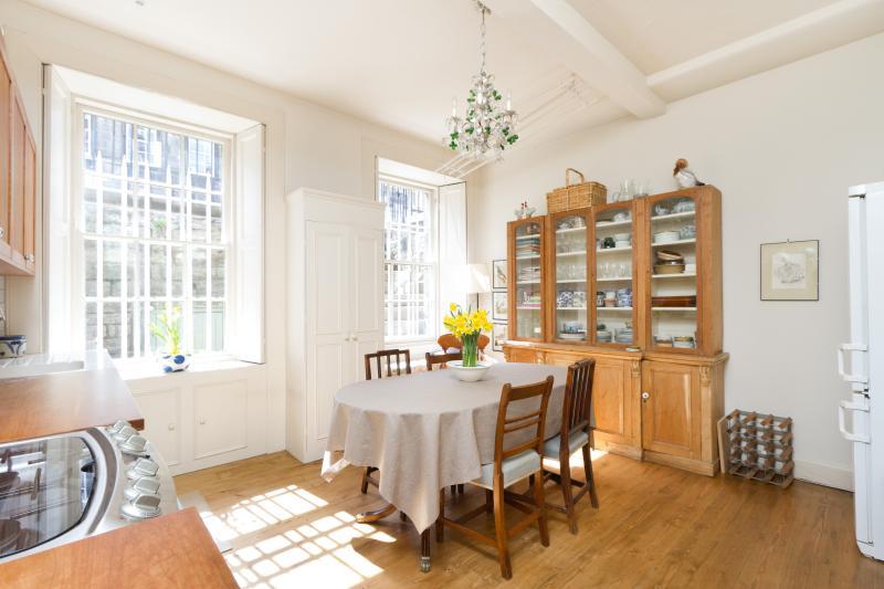 Cumberland Street apartment 2 - Image 1 - Edinburgh - rentals