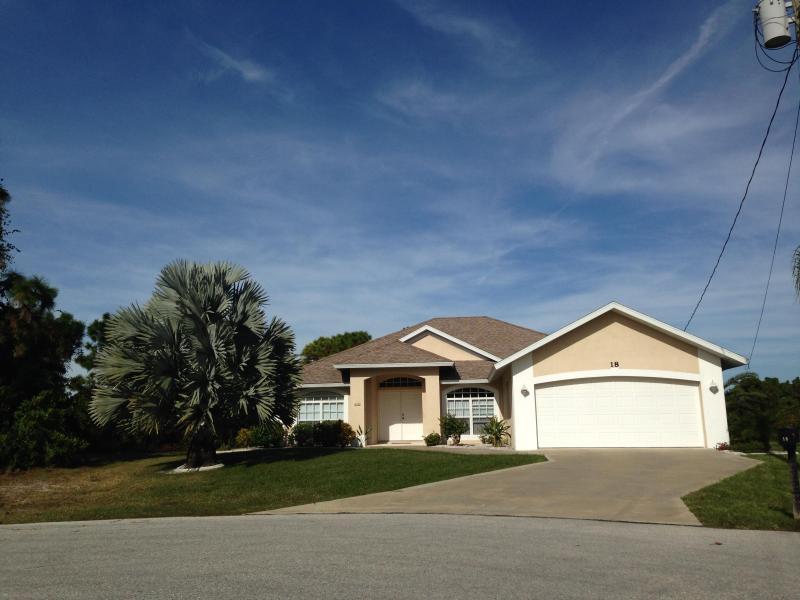 Exterior of Villa - Luxury Florida Gulf Coast Villa, pool,beaches,golf - Rotonda West - rentals