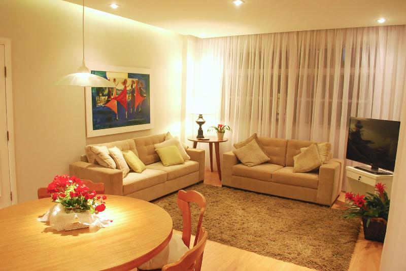 sala de estar - Belíssimo e amplo apartamento de 3 quartos no Centro/Batel - Curitiba - rentals
