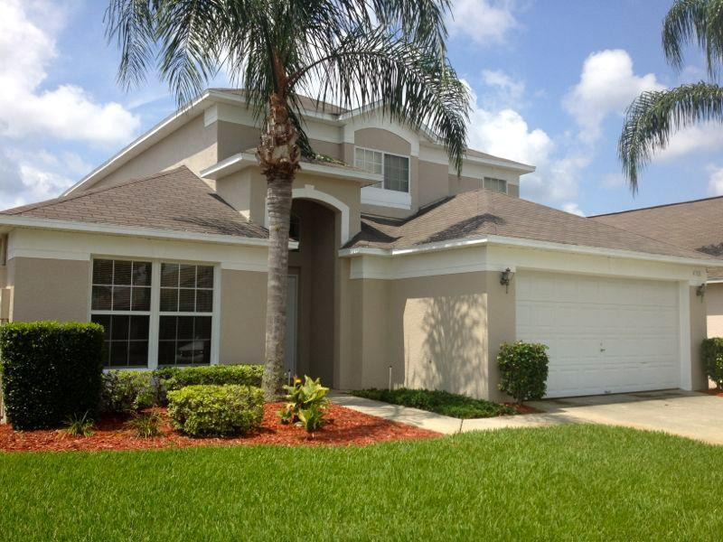 Front view of our home with ample parking - Lake Berkley 5BR/3B 10min Disney SOUTH facing pool - Kissimmee - rentals