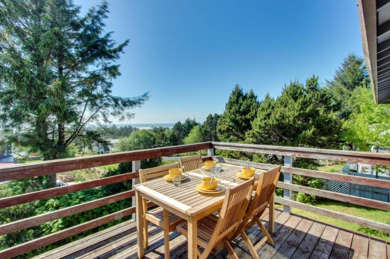 Pet-friendly, ocean views, great outdoor deck! - Image 1 - Waldport - rentals