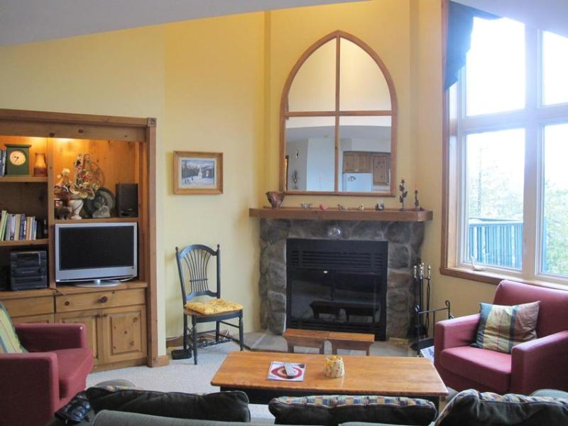 Living Room Fireplace and Cathedral Ceiling - 5 min walk to Mountain Activities! - Mont Tremblant - rentals