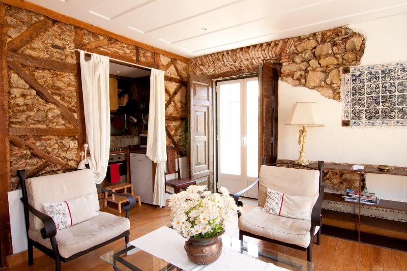 Restored traditional 2 bedroom apartment - Alfama River I - Lisbon - rentals