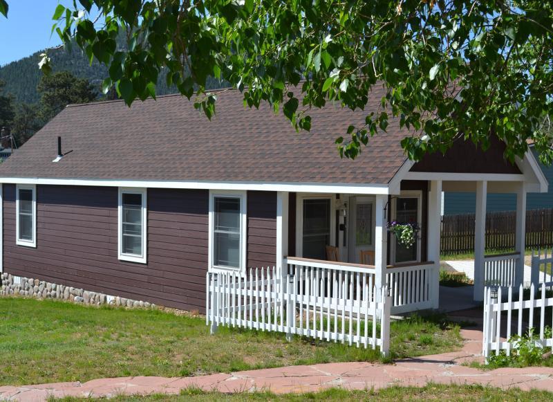 Golden Leaf Cottage - Golden Leaf Cottage -- Handicap Accessible - Estes Park - rentals
