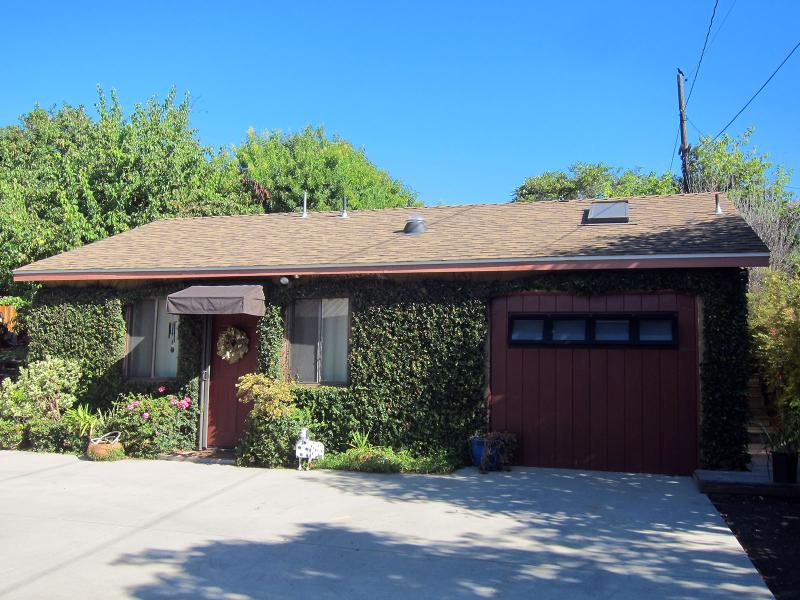 Our One Bedroom Cottage - A Quiet Cottage - Child & Pet Friendly - Minutes t - Santa Barbara - rentals