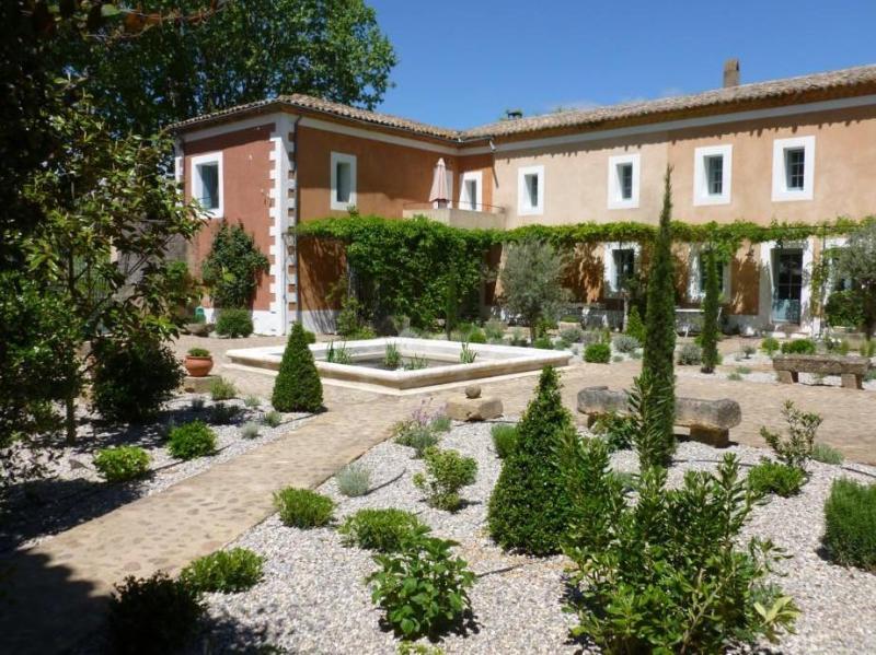 Le Mas des Oules - courtyard - 'Le Mas des Oules' - Maison Belle de Nuit - Uzes - Saint-Victor-des-Oules - rentals