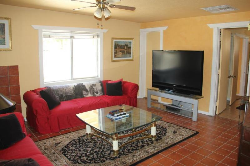 Cozy with fireplace and flat screen TV - Casita Horse Ranch Nestled in the Mountains - Morongo Valley - rentals