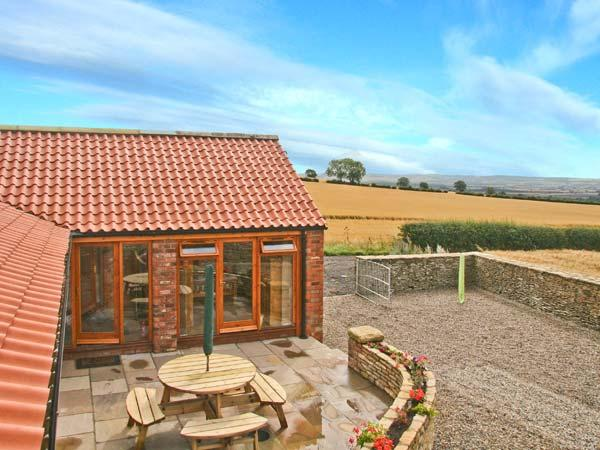 THE COTTAGE, pet-friendly, single-storey cottage, two bathrooms, patio and parking in Ebberston, Ref 21643 - Image 1 - Ebberston - rentals