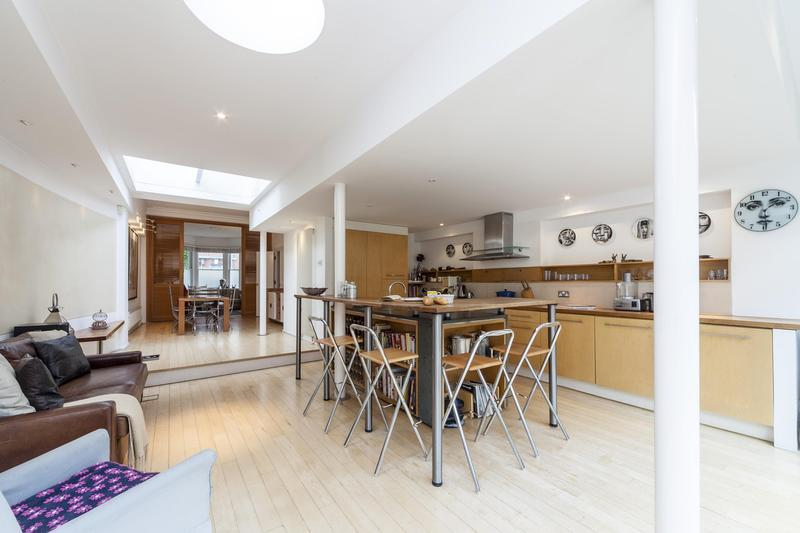 Laid-Back 5 Bedroom London Vacation House - Image 1 - London - rentals
