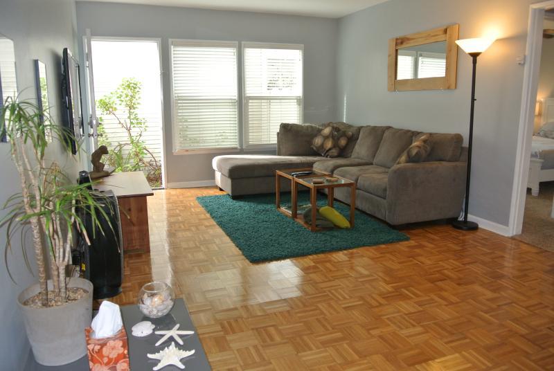 Living Area - Hermosa Beach Hideaway - 2BD 1BA - Hermosa Beach - rentals