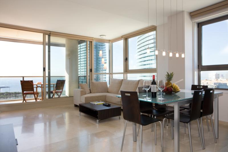 Great sea views from living room! - STUNNING sea view, 10th floor, pool in Barcelona! - Empuriabrava - rentals