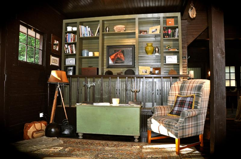 A GREAT SPOT TO READ A GOOD BOOK - THE STABLES IN THE CARRIAGE HOUSE - Kingston - rentals