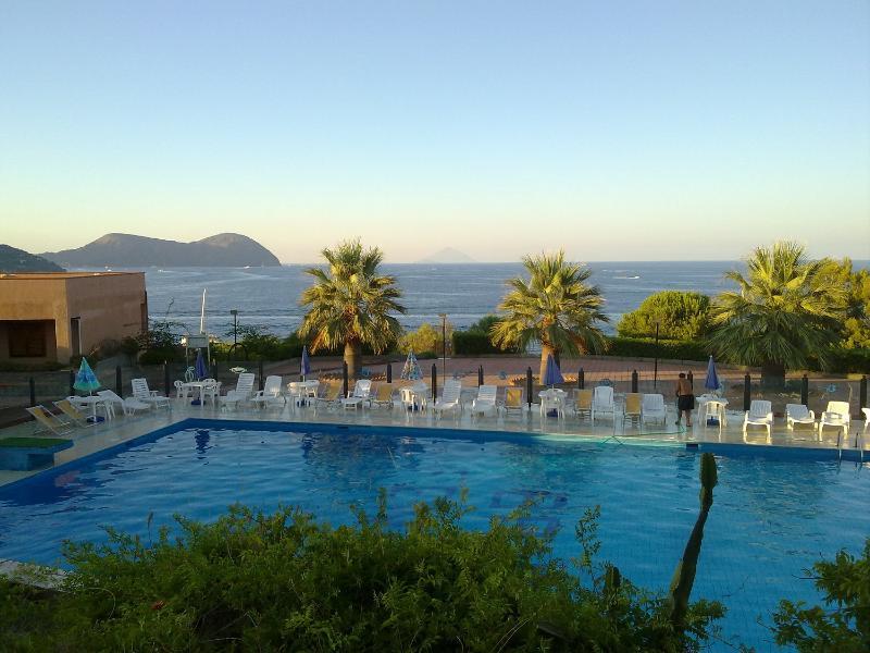 shared pool with sea water and lifeguard on duty - Cosy studio flat in Vulcano Aeolian Islands - Isola Vulcano - rentals